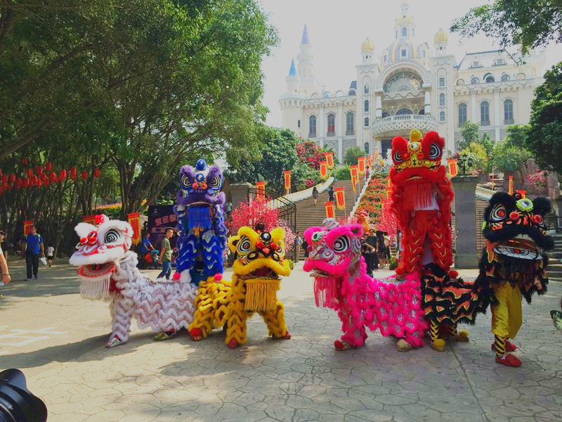 上海景点舞狮迎宾