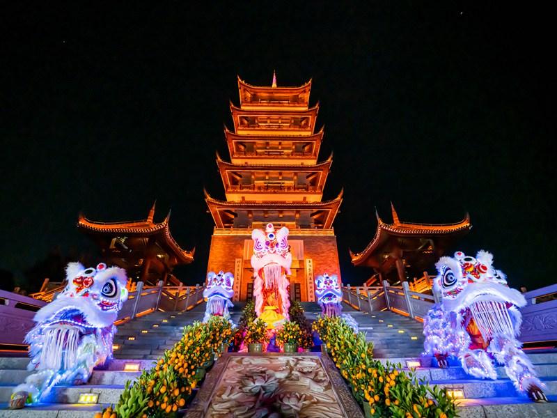 上海春节名胜古迹醒狮表演