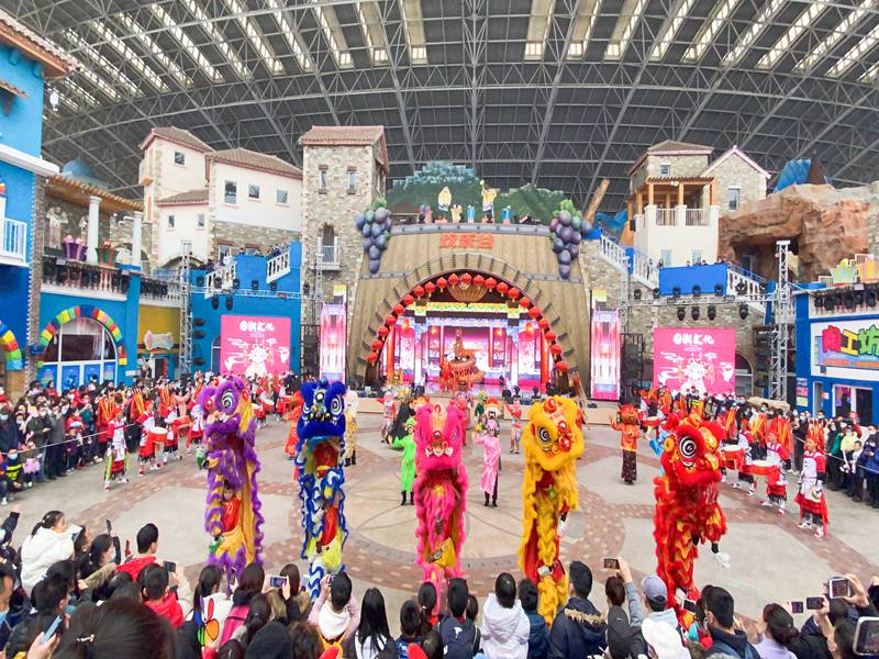 厦门春节欢乐谷舞狮表演
