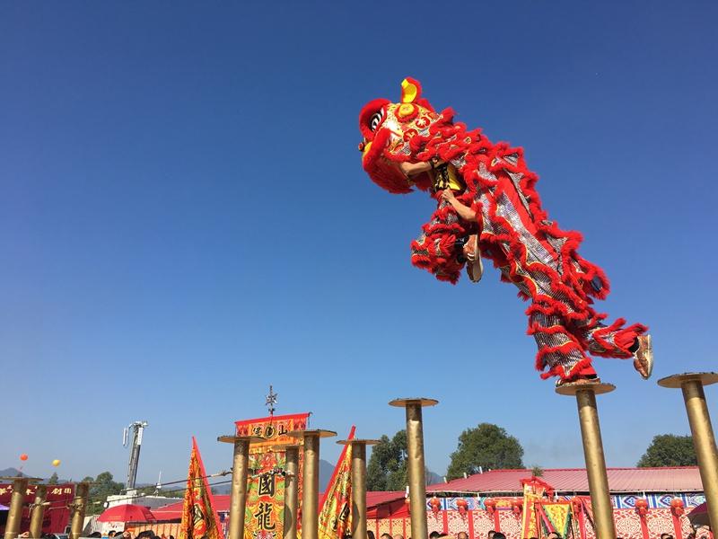 广州庙会梅花桩狮表演