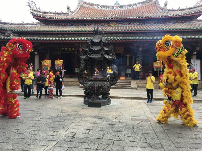苏州庙会进香醒狮表演